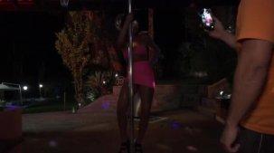Gih Rocha pelada rebolando a bunda no pole dance