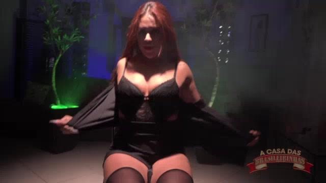 Atriz Marsha Love seduzindo muito enquanto dança