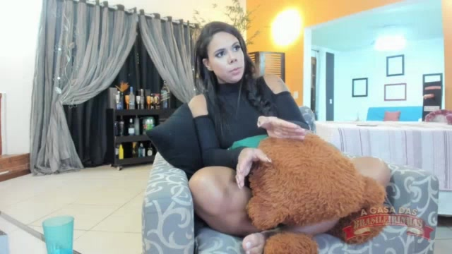 Nem o frio impediu a Pamela Santos de mostrar o rabão no chat