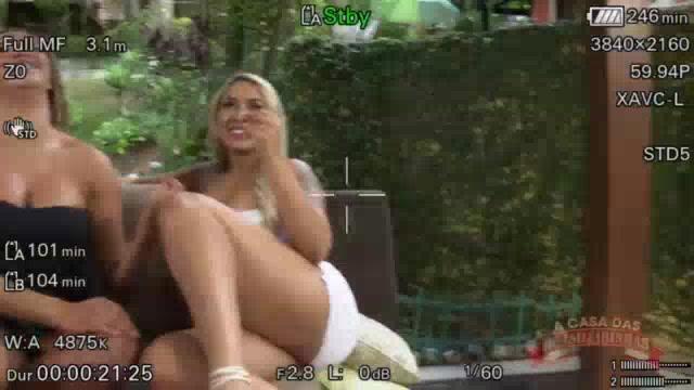 As gostosas Bruna Lambertini e Gih Rocha na cena lésbica