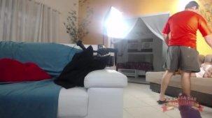 Elisa Sanches atriz brasileira fazendo pompoarismo