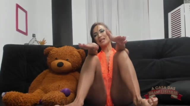 Belinha Baracho gozando no chat