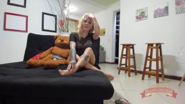 Galega Tequileira peladinha depois das perguntas picantes no chat