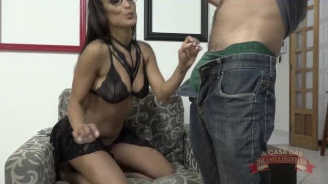 Aula de sexo oral com a Belinha mamando no Big Bambu
