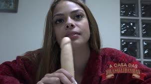 Melissa Marques brasileirinha brincando com o consolo