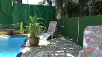 Suzy Anderson curtiu a piscina da Casa das Brasileirinhas
