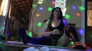 Mimi Boliviana dando um show no pole dance