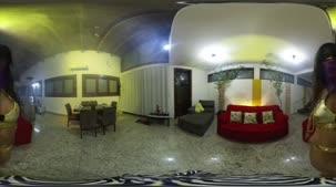 Acompanhe uma atividade pornô em 360º na Casa das Brasileirinhas
