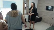 Vivian e Bruna se preparam para a gravação de cena na Casa