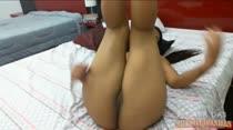Safada e exibicionista! Carol Dias mostrando a buceta pertinho da cam