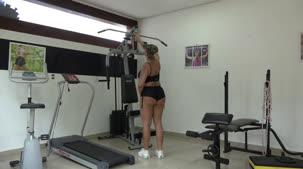 Aquele treino provocante com a loira Monique Lopes