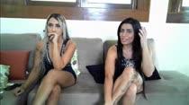 Loira e morena exibem curvas ni chat de sexo das Brasileirinhas