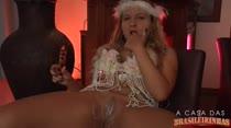 Vestida de noiva, Mariana Kriguer deu um show de sensualidade!