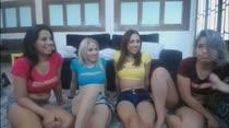 Quatro gostosas ficam peladas no chat de sexo da Brasileirinhas