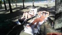 Topless e putaria na praia com as safadinhas