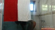Confira o Banho Sensual de Juju Rangel