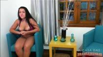 Veja Rebecca atendendo pedidos e falando putarias no chat