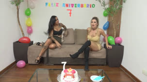 A Casa das Brasileirinhas comemorou 7 anos AO VIVO com Mia Linz e Evelyn Buarque