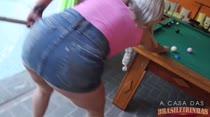 Hora da sinuca: Mary faz novata tirar toda a roupa!