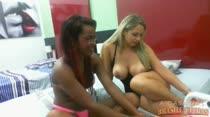 Chat pornô com Samira Ferraz e Angel Lima de pernas abertas