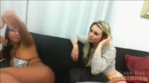Chat pornô com Layla Sintonni e Keity Bitencourty de pernas abertas