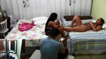 Alessandra Marques e Suzie Slut trocam massagem nos pés, em vídeo pornô