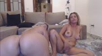 Gostosas piscam os cuzinhos em chat de sexo das Brasileirinhas