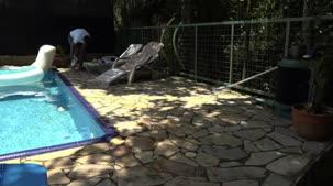 Juju Doidera curtiu uma piscina peladinha com os assinantes
