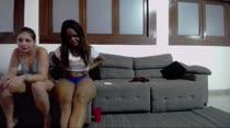 Nina Lins e Carol Lisboa capricharam em mais um chat de sexo