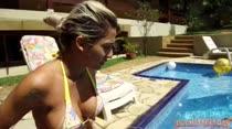Gostosas jogam vôlei peladinhas na piscina das Brasileirinhas