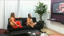 A reação das garotas ao assistir um filme pornô da Brasileirinhas