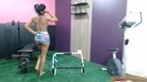 Tainá Monteiro malhando o rabão ao vivo na academia da casa