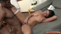 Sara Rosa libera cuzinho para negão bem dotado no vídeo pornô