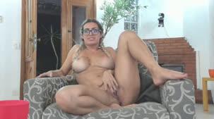 Mia Linz piscando o cuzinho no chat de sexo AO VIVO na Casa
