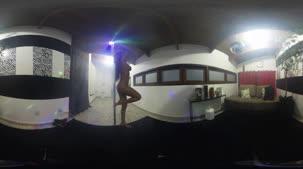 Alessandra Smith se exibindo por todos os ângulos
