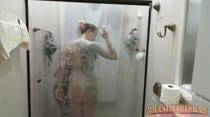 Confira o banho sensual com as duas safadas juntinhas