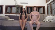 Emme White e Rebecca Santos nuas no chat de sexo