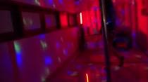 Hora de rebolar no pole dance da Casa das Brasileirinhas