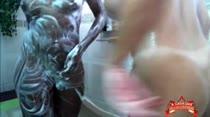 Deborah Blu e Manu Fox exibem bucetinhas durante banho, em vídeo pornô