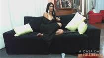 Atriz Pornô Juliana   Assistindo Filme   A Casa das Brasileirinhas