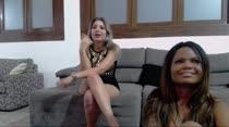 No chat de sexo, Nina e Carol sempre atendem os assinantes