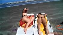 Elas não têm limites! Anita e Gabi peladas na praia agora, confira