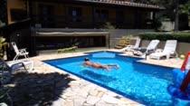 Nada melhor do que uma piscina para apagar o fogo de Monique Lopes