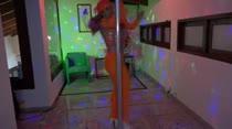 Hora de arrasar no pole dance da Casa das Brasileirinhas