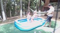Loiras gostosas brincam peladas na piscina das Brasileirinhas