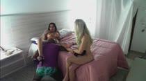 Kid Bengala fez sexo ao vivo com duas gostosas ao mesmo tempo, em vídeo pornô