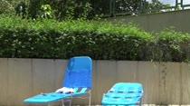 Hora de curtir uma piscina na Casa das Brasileirinhas