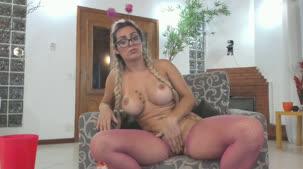 Mia Linz se masturbando em chat de sexo com assinantes