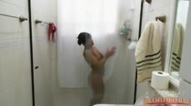 Morena Keity tomando seu banho sensual na casa