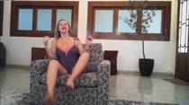 Milena Santos fica peladinha e conversa com assinantes no chat pornô